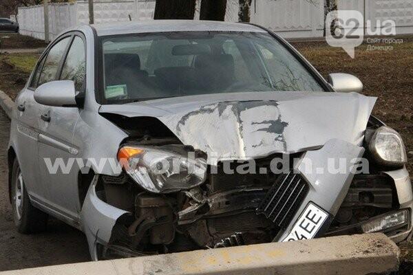 На Донетчине Hyundai Accent сбил столб, водитель сбежал (Фото), фото-1