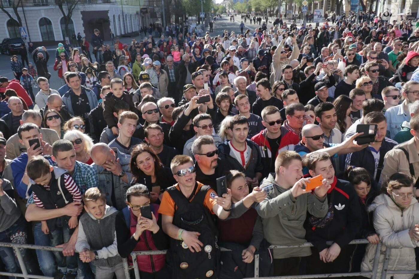 Сотни мариупольцев штурмовали сцену перед драмтеатром ради кубка Лиги чемпионов (ФОТОРЕПОРТАЖ+ВИДЕО), фото-18