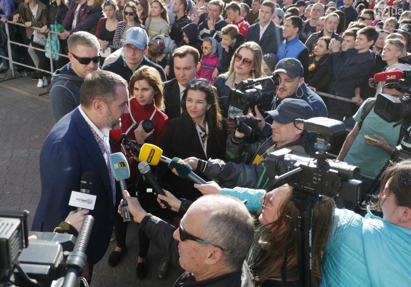 Сотни мариупольцев штурмовали сцену перед драмтеатром ради кубка Лиги чемпионов (ФОТОРЕПОРТАЖ+ВИДЕО), фото-4