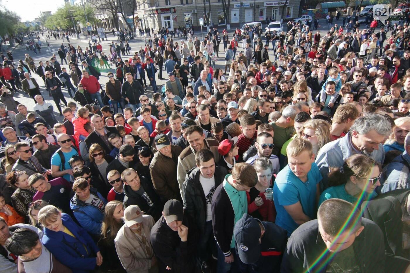 Сотни мариупольцев штурмовали сцену перед драмтеатром ради кубка Лиги чемпионов (ФОТОРЕПОРТАЖ+ВИДЕО), фото-19