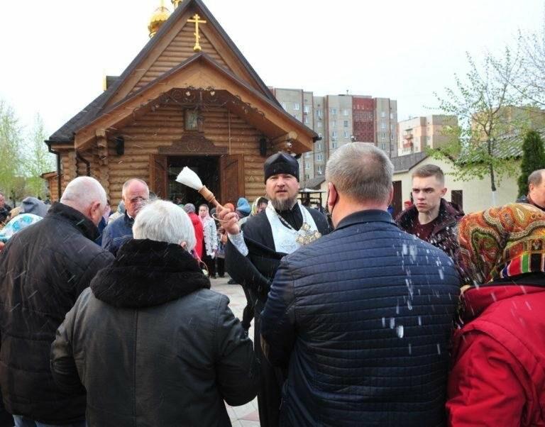 В ОРДО люди приходили в храмы на Пасху, несмотря на комендантский час и карантин (Фото), фото-2