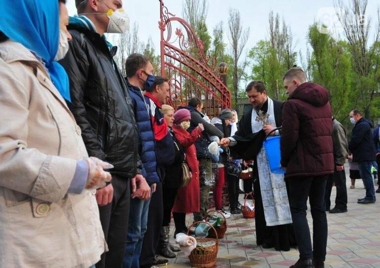 В ОРДО люди приходили в храмы на Пасху, несмотря на комендантский час и карантин (Фото), фото-5