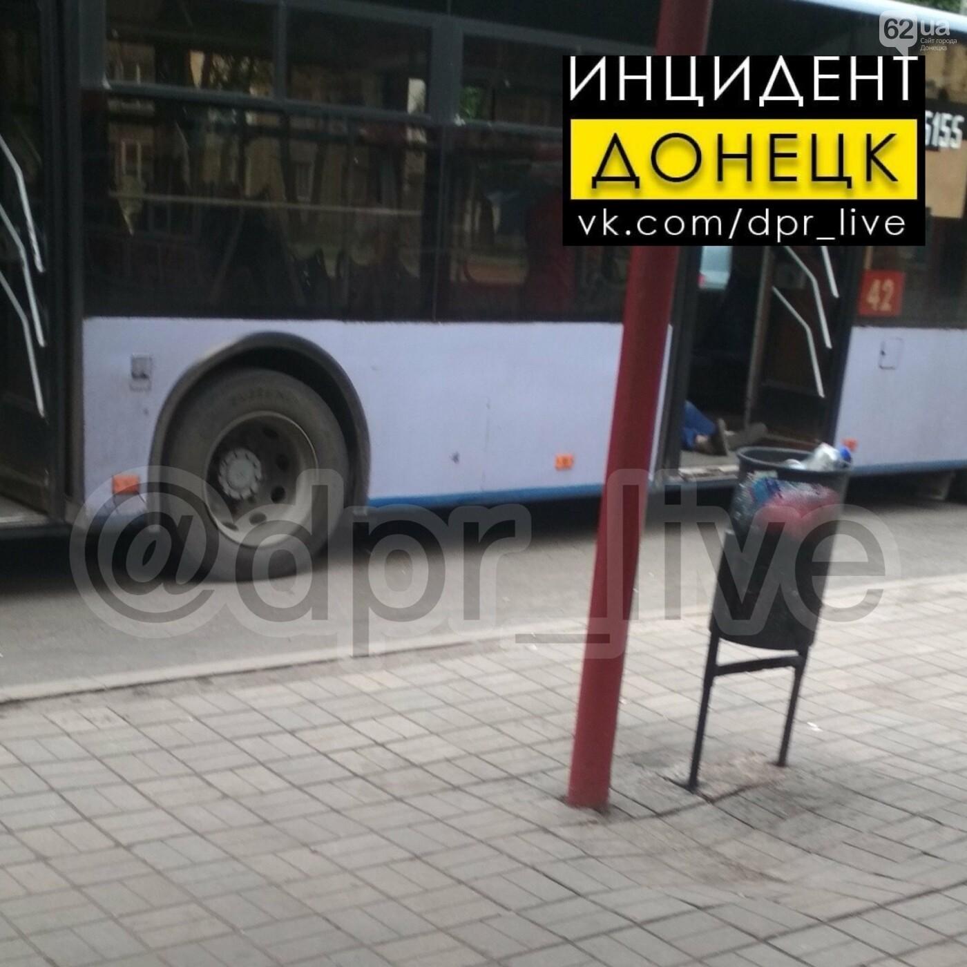 В Донецке, находясь за рулем, умер водитель автобуса, - ФОТО, фото-1