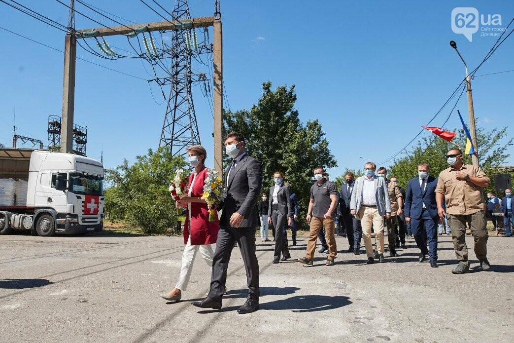 Как проходит визит президентов Украины и Швейцарии в Донецкую и Луганскую области, - ФОТО, фото-1