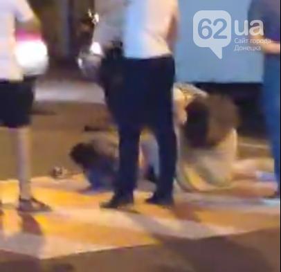 Страшное ДТП в центре Донецка: три автомобиля устроили гонки и сбили двух человек на пешеходном переходе, фото-4