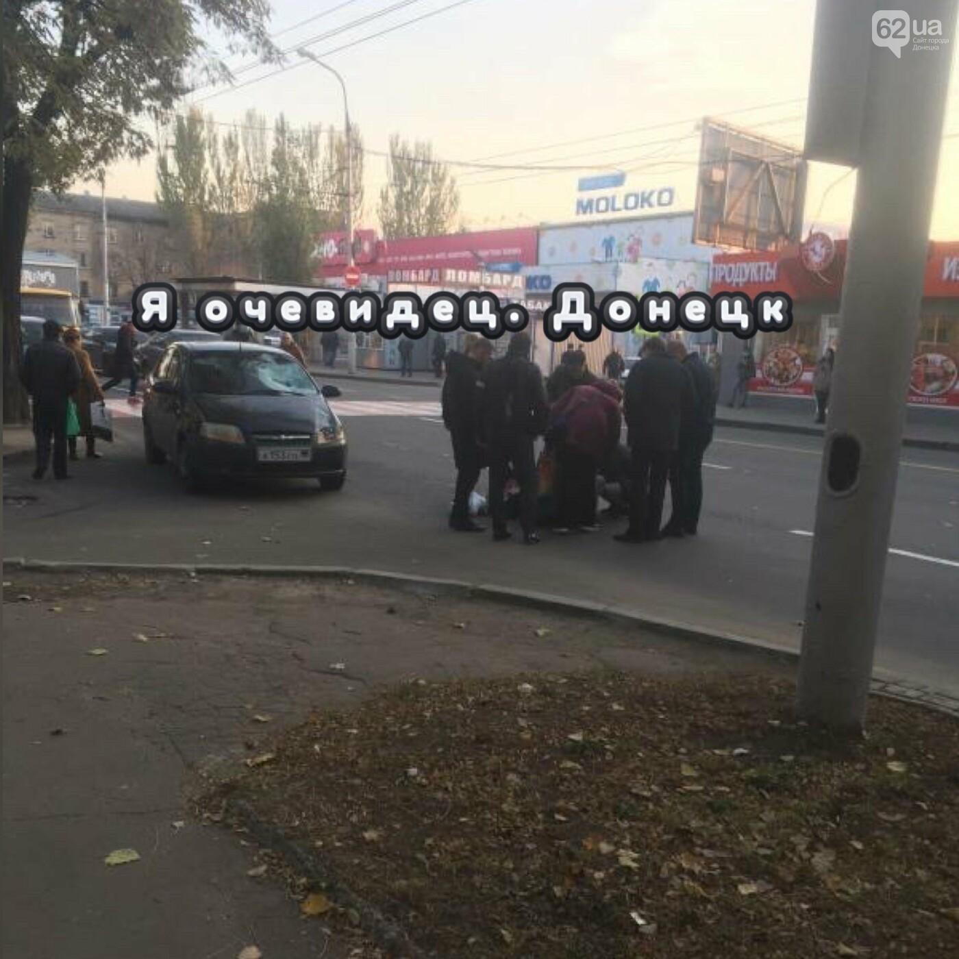 В центре Донецка на пешеходном переходе сбили женщину с ребенком, - ФОТО, фото-1