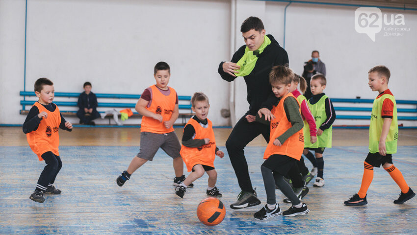 Футболисты «Шахтера» побывали в городах на линии разграничения в Донецкой области, - ФОТО, фото-3