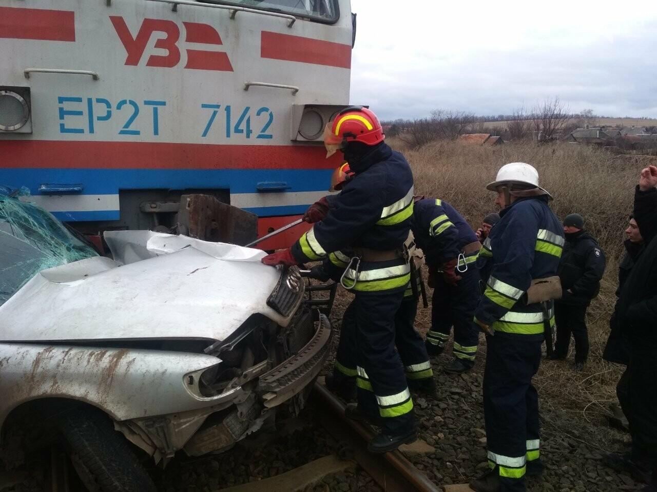 В Донецкой области поезд врезался в автомобиль: погиб водитель, - ФОТО , фото-1