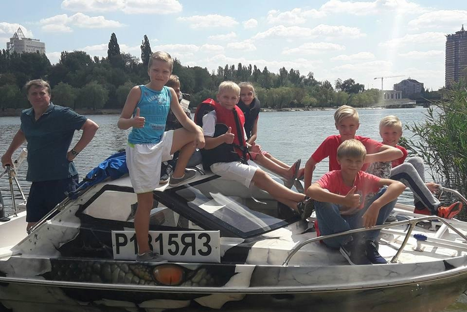 В Донецке «министр МЧС» решил «отжать» у россиянина катер, на котором тот катал детей по Кальмиусу , фото-1