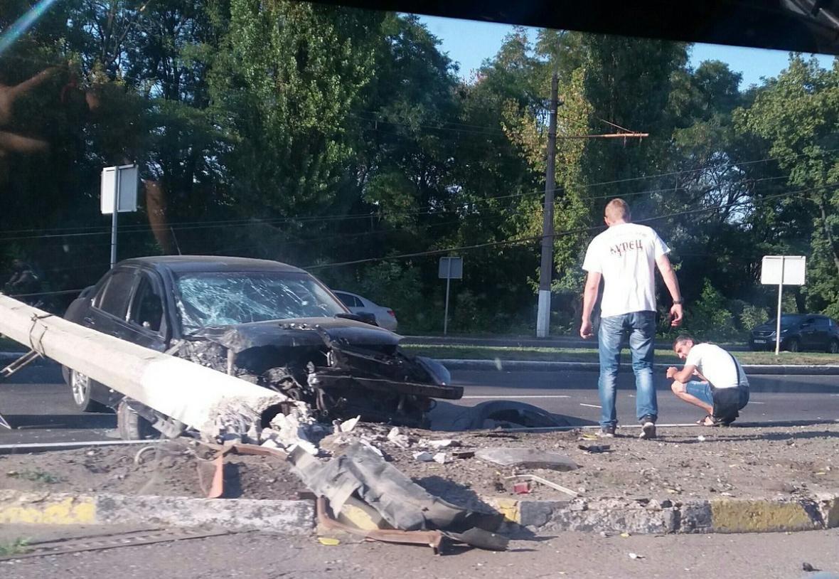 В Донецке автомобиль снес электроопору (ФОТО, ВИДЕО), фото-1