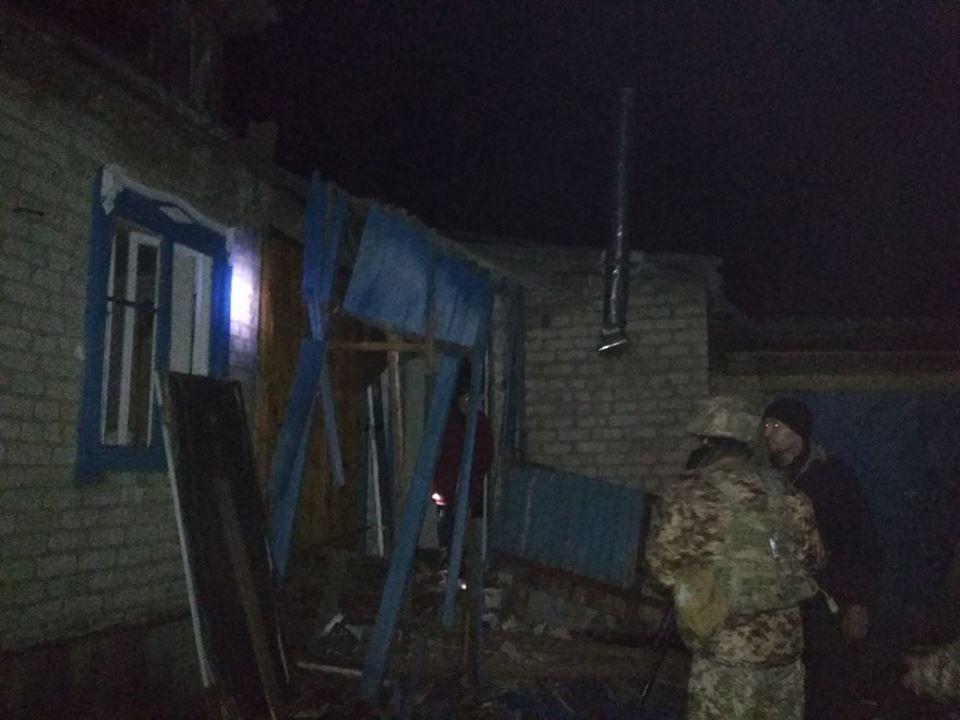 Залпы российских «Градов» повредили в Новолуганском школу, детсад и 47 домов (ФОТО), фото-3