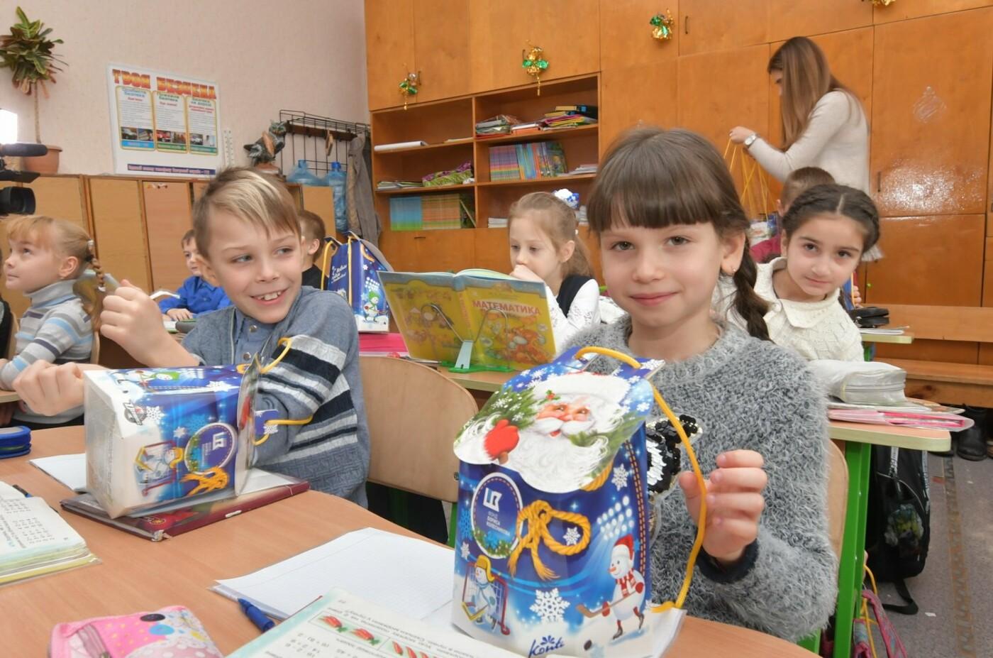 54000 детей Донбасса получили от Бориса Колесникова новогодние подарки, фото-1
