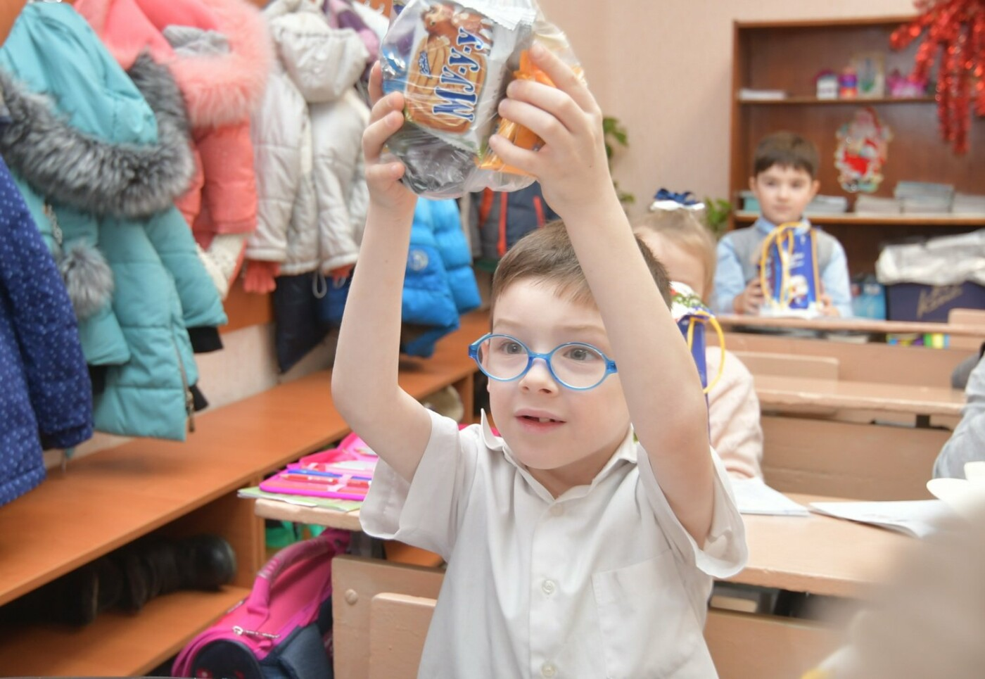 54000 детей Донбасса получили от Бориса Колесникова новогодние подарки, фото-3
