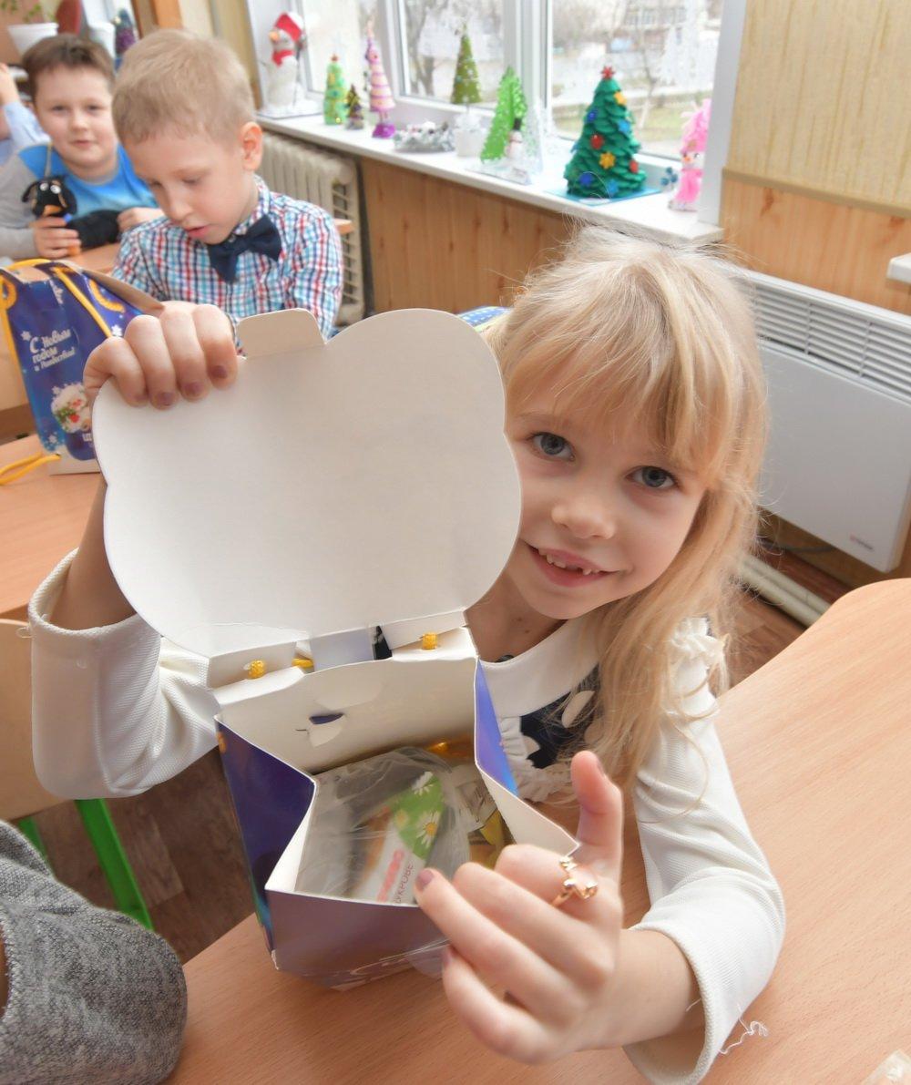 54000 детей Донбасса получили от Бориса Колесникова новогодние подарки, фото-4