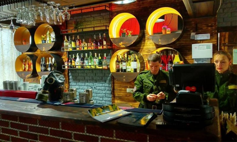 В центре Донецка открылось кафе «Сепар» с Чебурашкой (ФОТО), фото-2