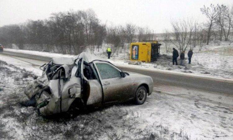 В Донецкой области после столковения с «Приорой» перевернулся автобус (ФОТО), фото-1