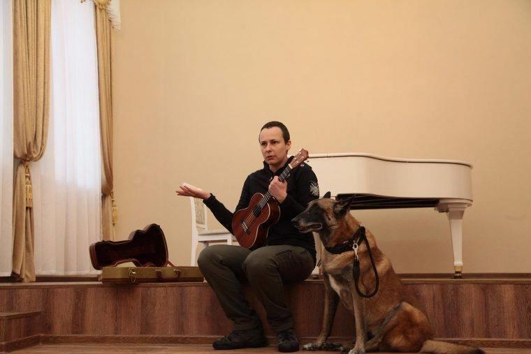 Чичерина напугала детей в Донецке, придя на выступление с огромным псом (ФОТО), фото-1
