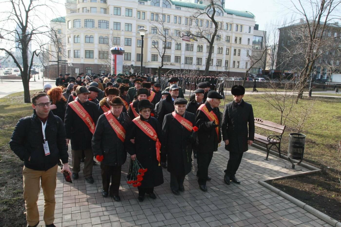 """23 февраля в Донецке 4 года назад: украинцы еще надеялись, но массовка для """"русской весны"""" уже была завезена (Фото), фото-1"""