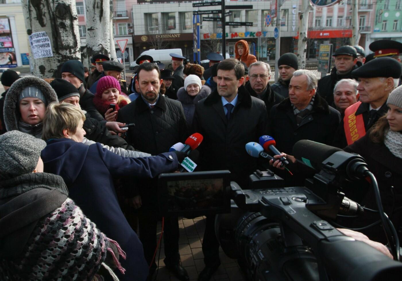 """23 февраля в Донецке 4 года назад: украинцы еще надеялись, но массовка для """"русской весны"""" уже была завезена (Фото), фото-3"""