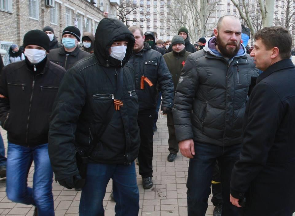 """23 февраля в Донецке 4 года назад: украинцы еще надеялись, но массовка для """"русской весны"""" уже была завезена (Фото), фото-13"""