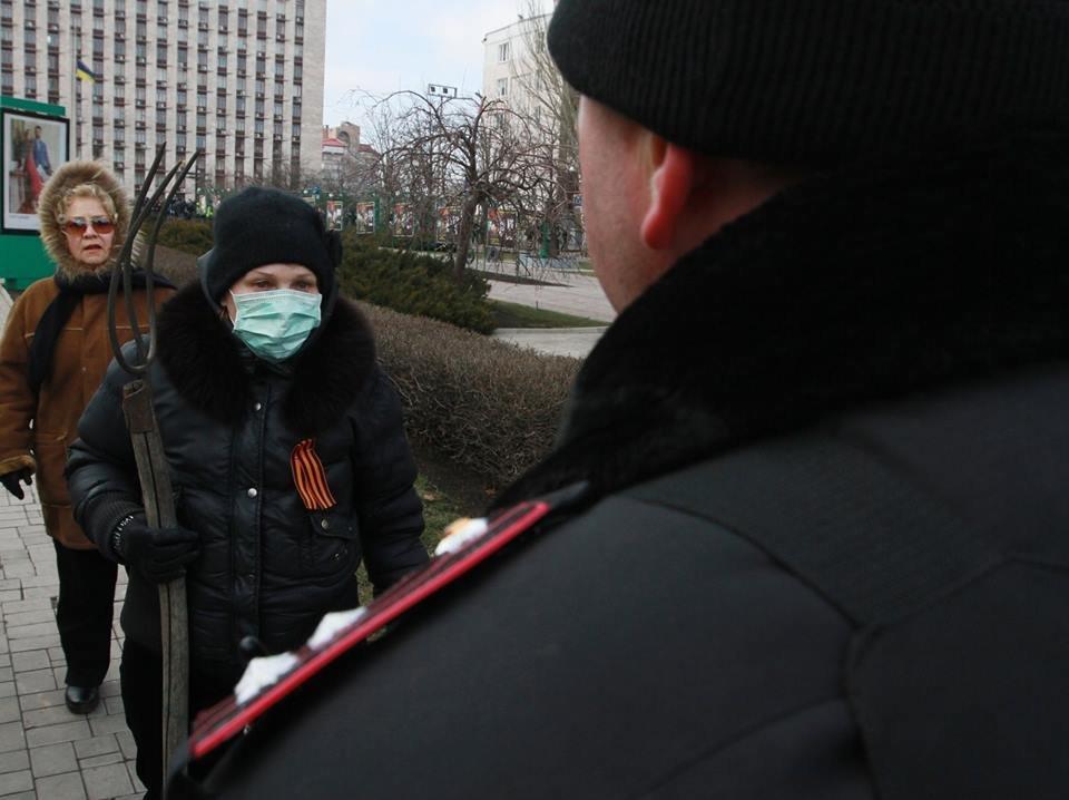 """23 февраля в Донецке 4 года назад: украинцы еще надеялись, но массовка для """"русской весны"""" уже была завезена (Фото), фото-9"""