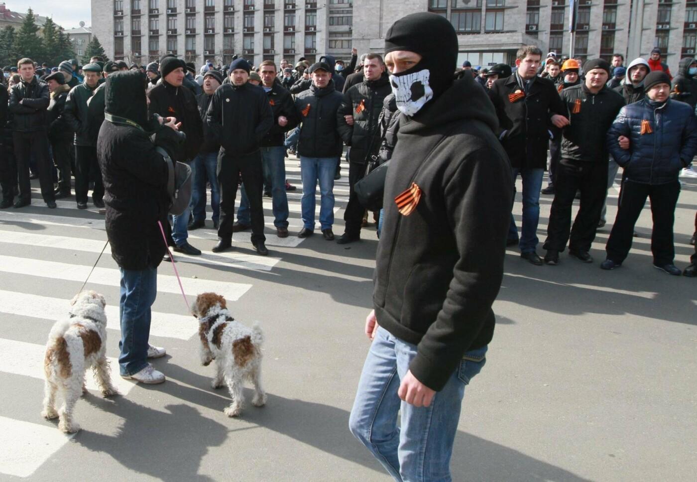 """23 февраля в Донецке 4 года назад: украинцы еще надеялись, но массовка для """"русской весны"""" уже была завезена (Фото), фото-12"""