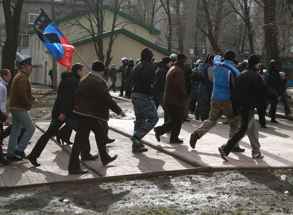 """23 февраля в Донецке 4 года назад: украинцы еще надеялись, но массовка для """"русской весны"""" уже была завезена (Фото), фото-11"""