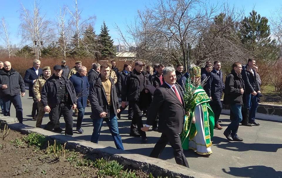 Порошенко в Вербное воскресенье посетил храм в Донецкой области (ФОТО), фото-1