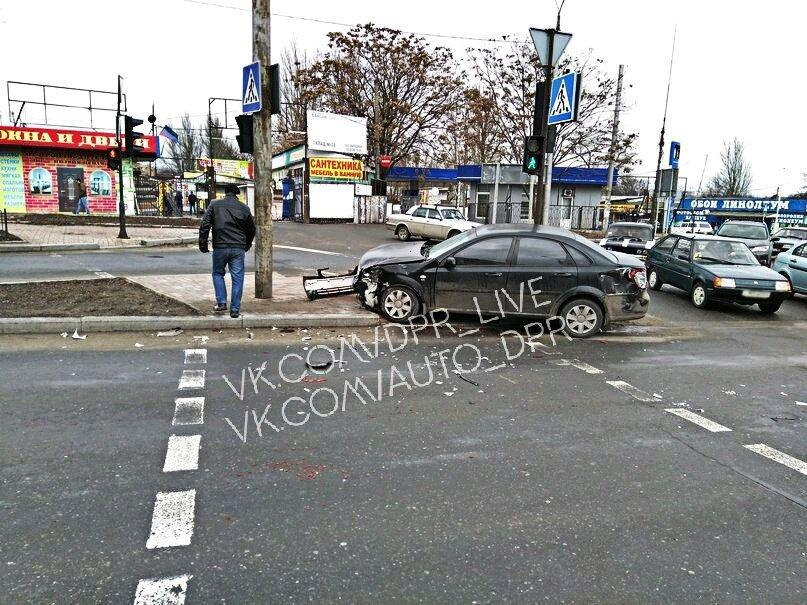 В центре Донецка маршрутка столкнулась с «Шевроле» (ФОТО), фото-2