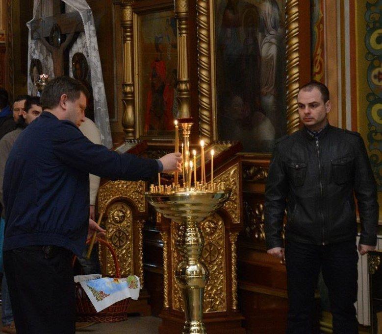 В соцсетях рассказали, как Захарченко «отстоял Всенощную» на Пасху, фото-2