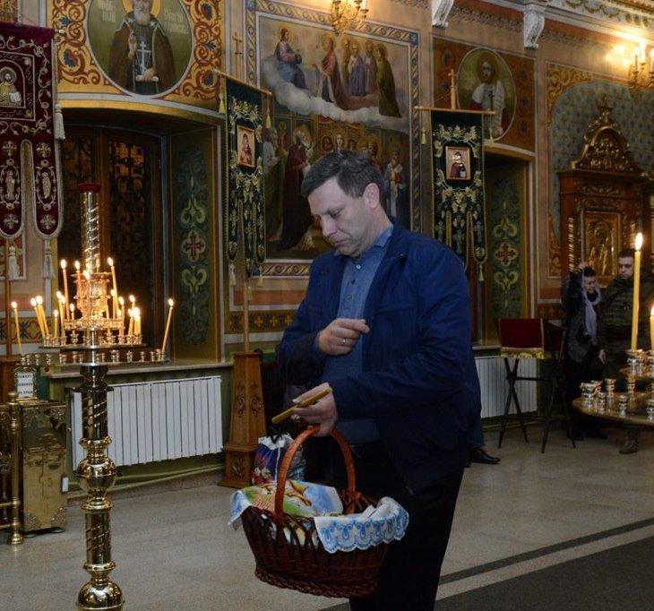 В соцсетях рассказали, как Захарченко «отстоял Всенощную» на Пасху, фото-1