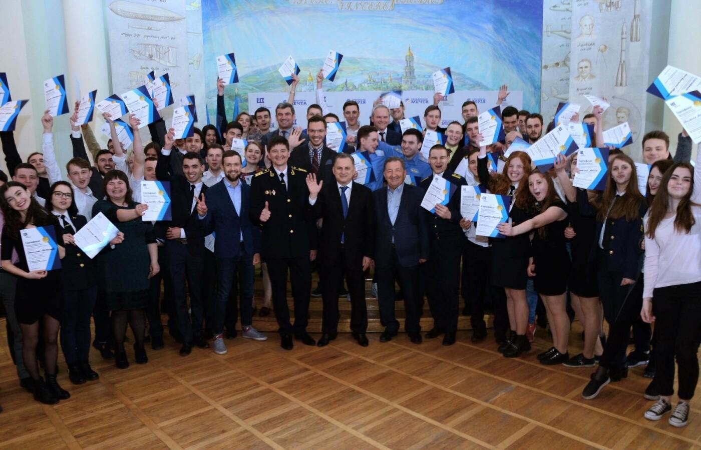 Борис Колесников наградил сотню студентов-авиаторов поездкой на авиафорум Фарнборо в Великобританию  , фото-3