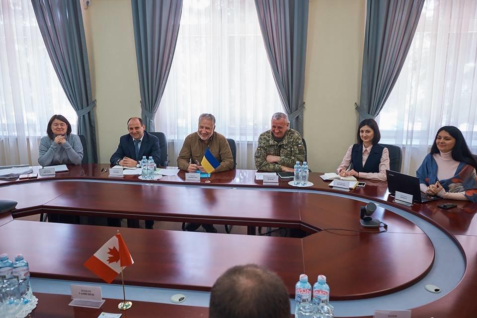 Канада поможет обустроить КПВВ на линии разграничения и усилить сигнал украинских каналов на ОРДО, фото-2