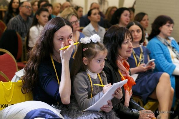 «Донбасс и Мирные»: больше всего помощи мирным жителям Донбасса оказывает Штаб Рината Ахметова, фото-1