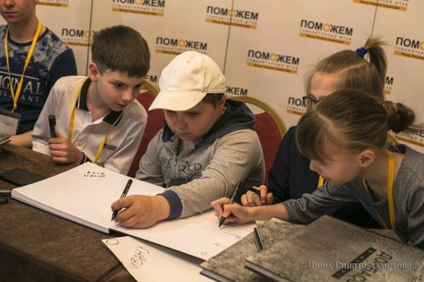 «Донбасс и Мирные»: больше всего помощи мирным жителям Донбасса оказывает Штаб Рината Ахметова, фото-2