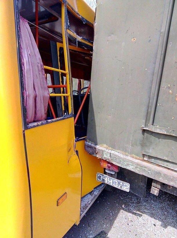 На Донетчине произошло ДТП с участием военного грузовика (ФОТО), фото-2