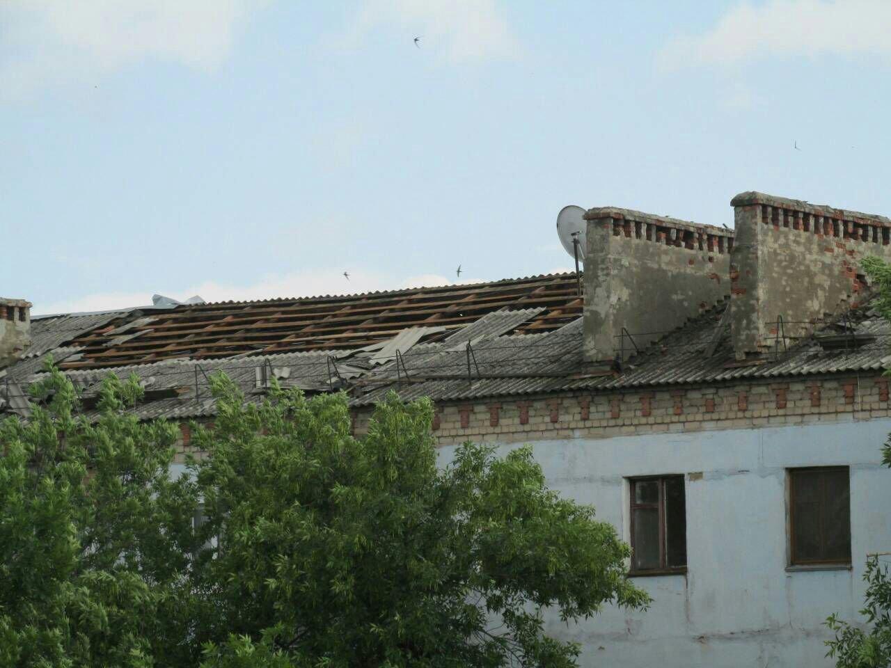 В оккупированной Горловке разбушевалась стихия: повалены деревья, снесены крыши (ФОТО), фото-4