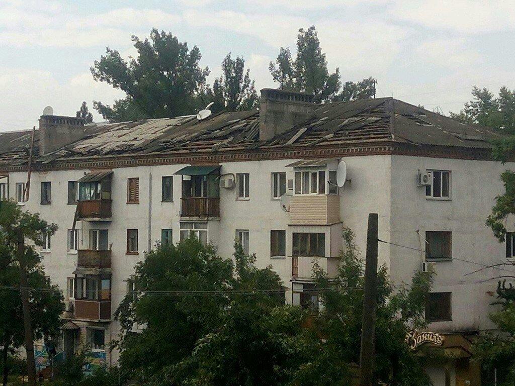 В оккупированной Горловке разбушевалась стихия: повалены деревья, снесены крыши (ФОТО), фото-2