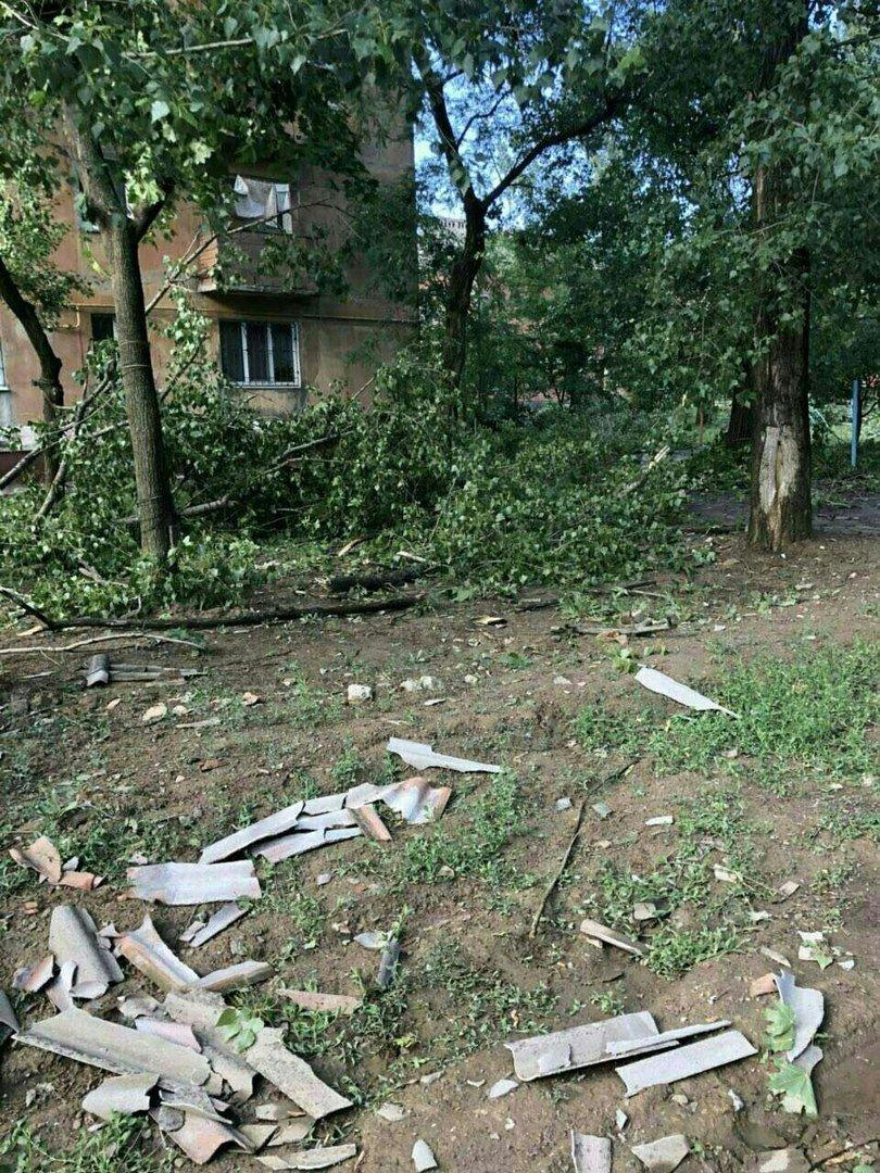 В оккупированной Горловке разбушевалась стихия: повалены деревья, снесены крыши (ФОТО), фото-8