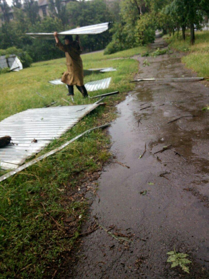 В оккупированной Горловке разбушевалась стихия: повалены деревья, снесены крыши (ФОТО), фото-9