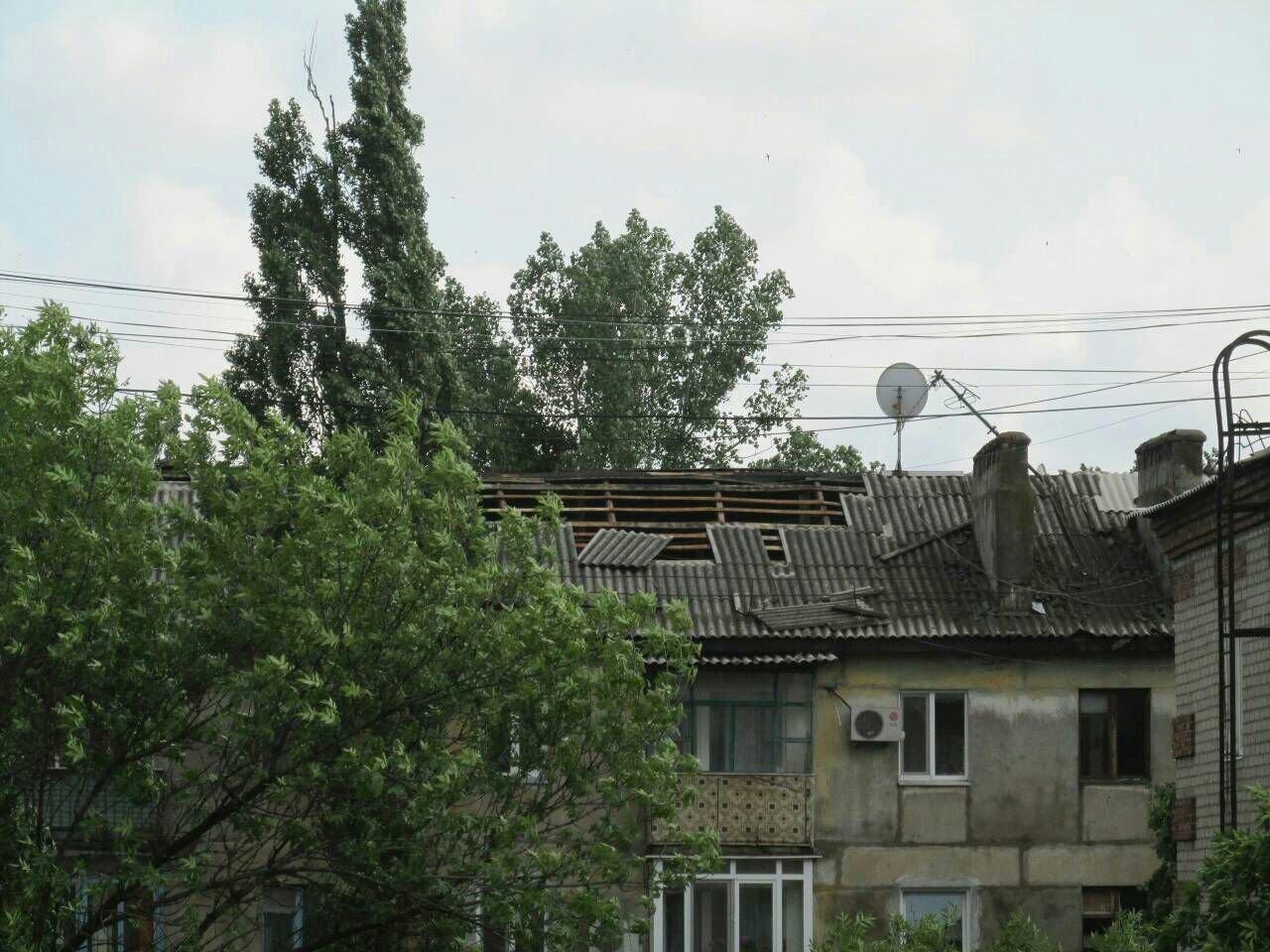 В оккупированной Горловке разбушевалась стихия: повалены деревья, снесены крыши (ФОТО), фото-3