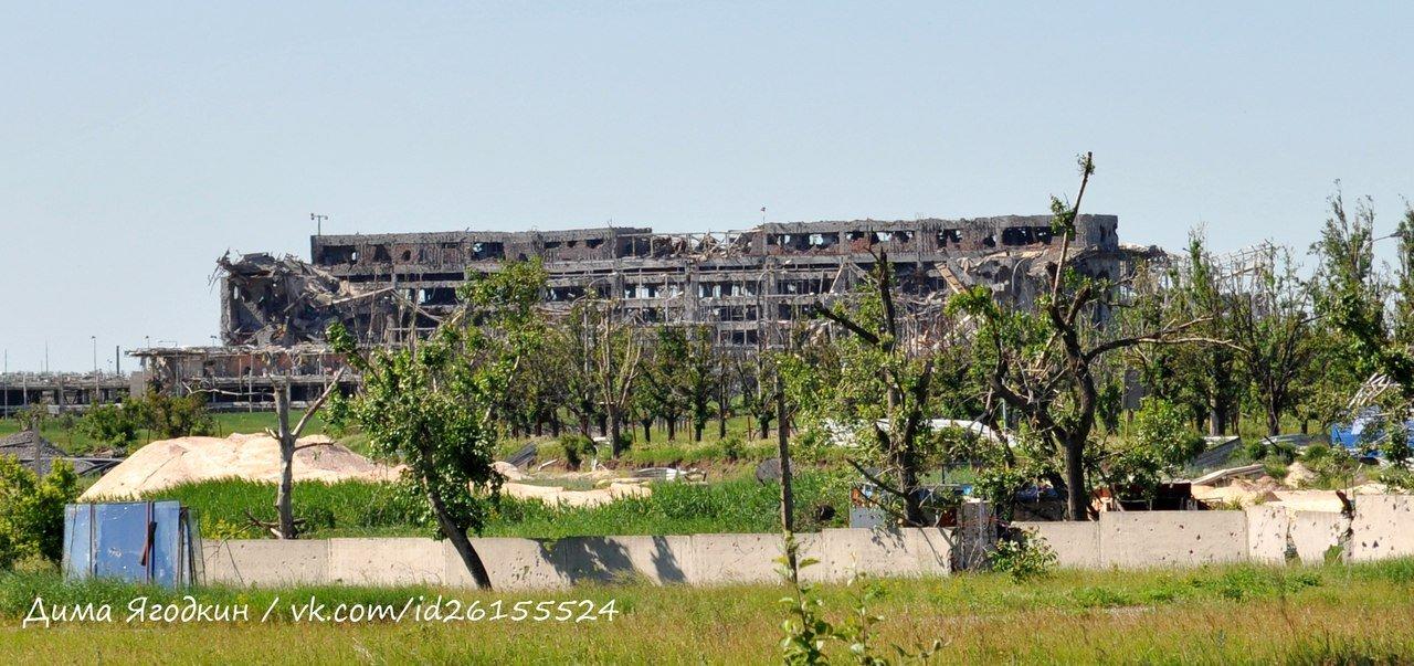 Запустение: Как сегодня выглядит район возле разрушенного аэропорта в Донецке (ФОТО), фото-5