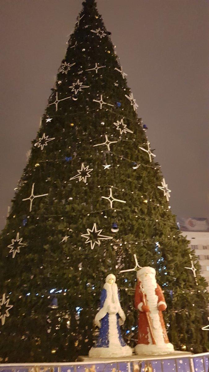 Центр Донецка сияет Новогодней иллюминацией - ФОТО, фото-2