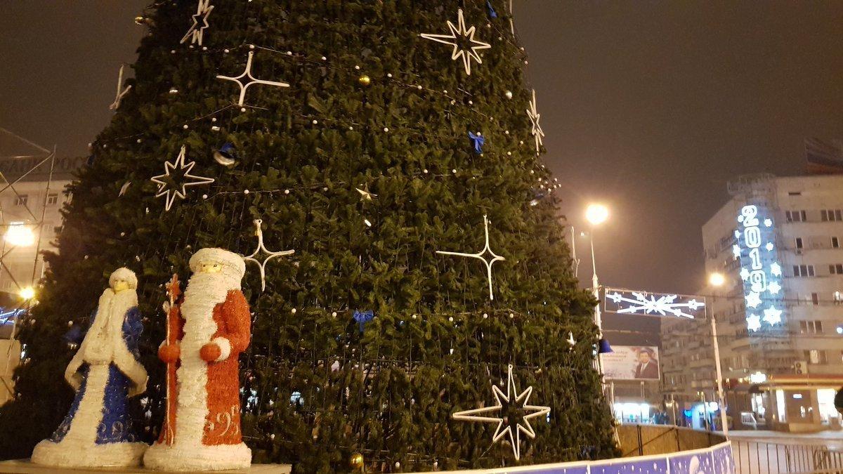 Центр Донецка сияет Новогодней иллюминацией - ФОТО, фото-3