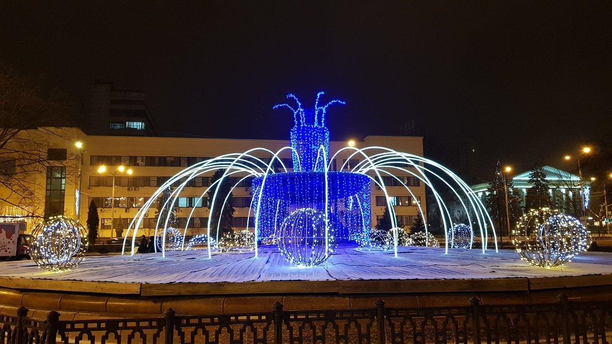 Центр Донецка сияет Новогодней иллюминацией - ФОТО, фото-5