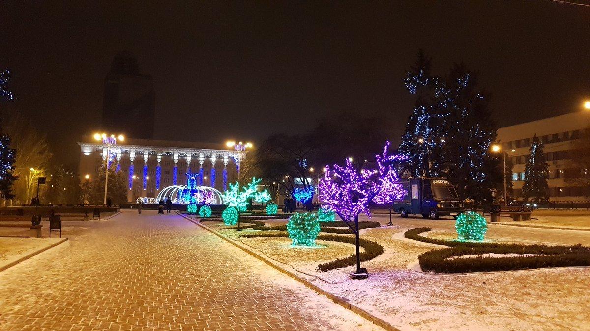 Центр Донецка сияет Новогодней иллюминацией - ФОТО, фото-4