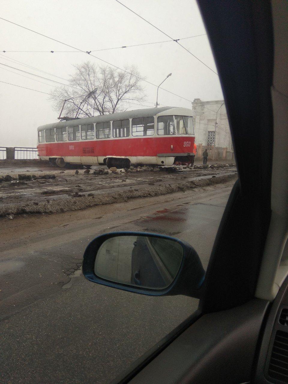 В Донецке трамвай сошел с рельсов, - ФОТО, фото-1