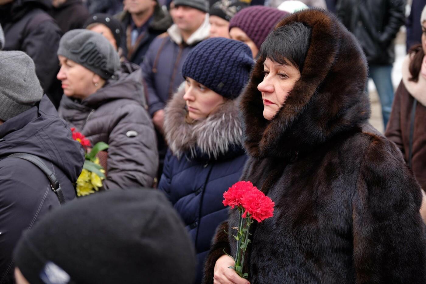 В Краматорске почтили память 17 горожан, погибших от обстрела российских оккупантов, - ФОТО, фото-4