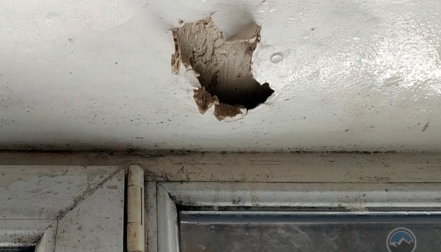В Макеевке в многоэтажном доме обрушилось сразу два балкона, - ВИДЕO, фото-1