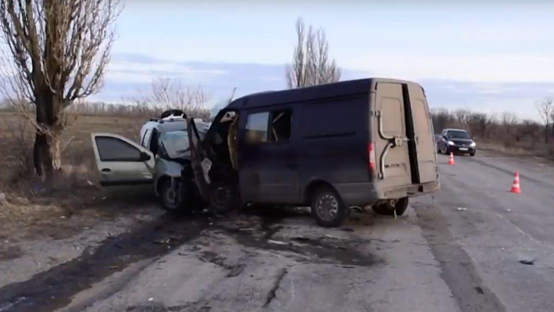 В страшном ДТП под Донецком погибли четыре человека, - ФОТО, фото-1